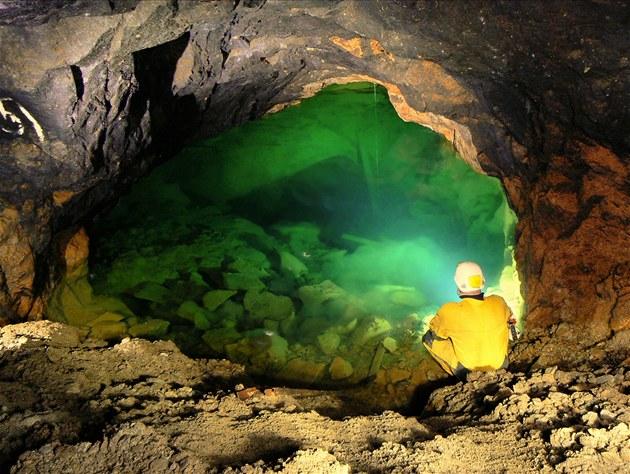 Důl Jeroným - středověký důl na cín, kam zatím turisté nesmějí