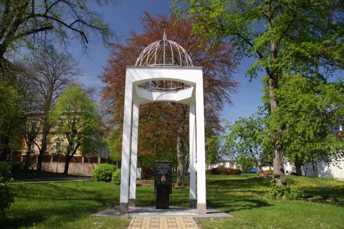Památník židovské synagogy  |  Krušnohorci