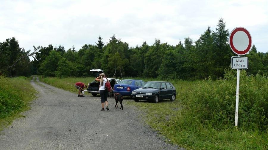 Parkování je trošku na riziko | Krušnohorci