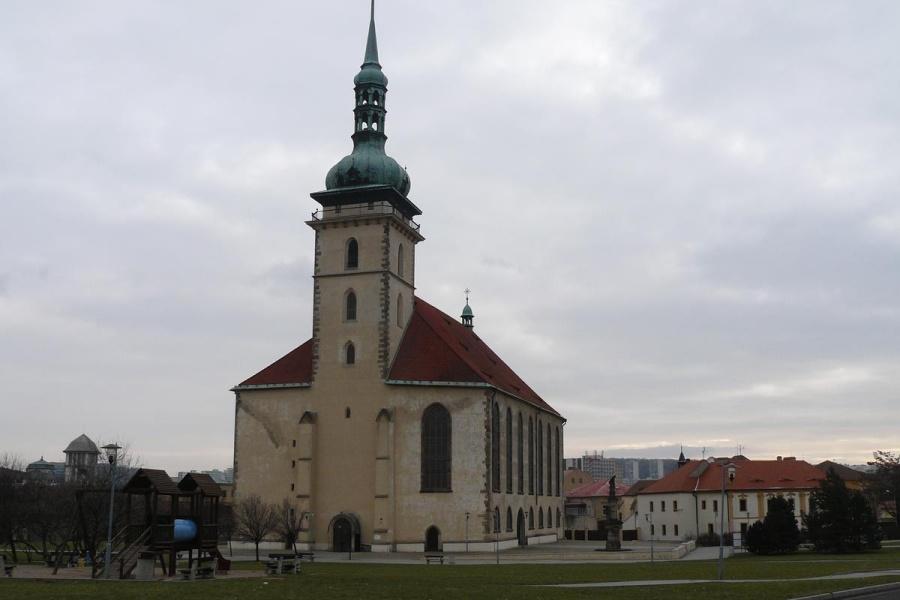 Přesunutý kostel v Mostě