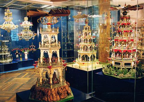 Expozice typických vánočních pyramid