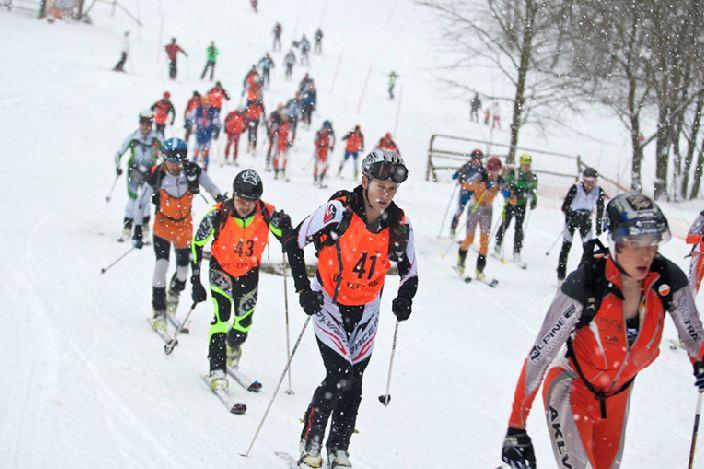 Závody ve skialpinismu, Mikulov, Krušné hory | Autor: Karel Pešek | -