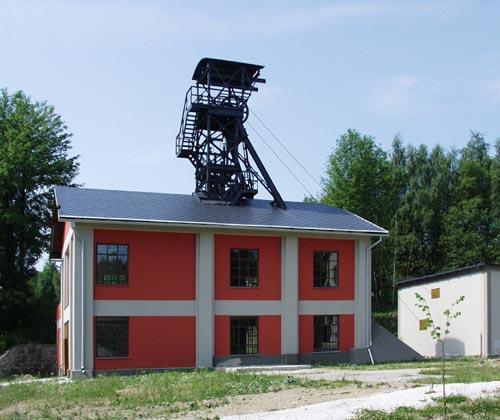 Těžní věž dolu Vilém v areálu muzea v Krásně | -