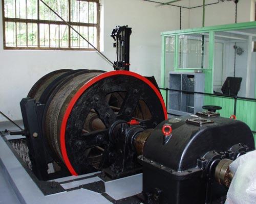 Těžní stroj Siemens z roku 1942 ve strojovně dolu Vilém v Krásně | -