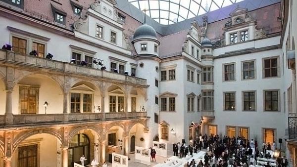Rezidenční zámek v Drážďanech   www.schloesserland-sachsen.de   -