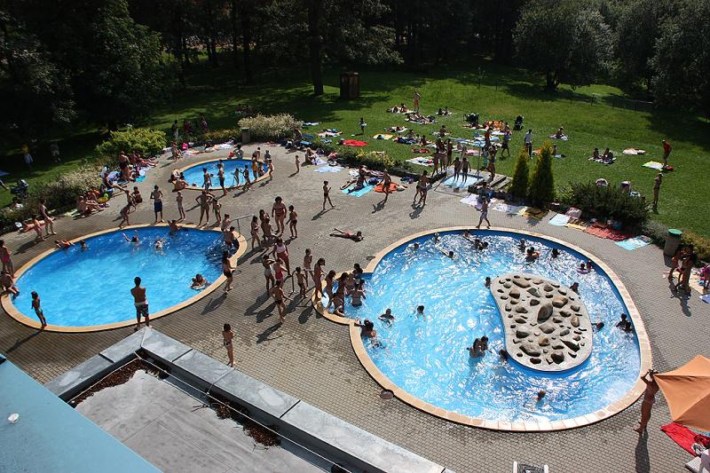 Venkovní bazén v Aši