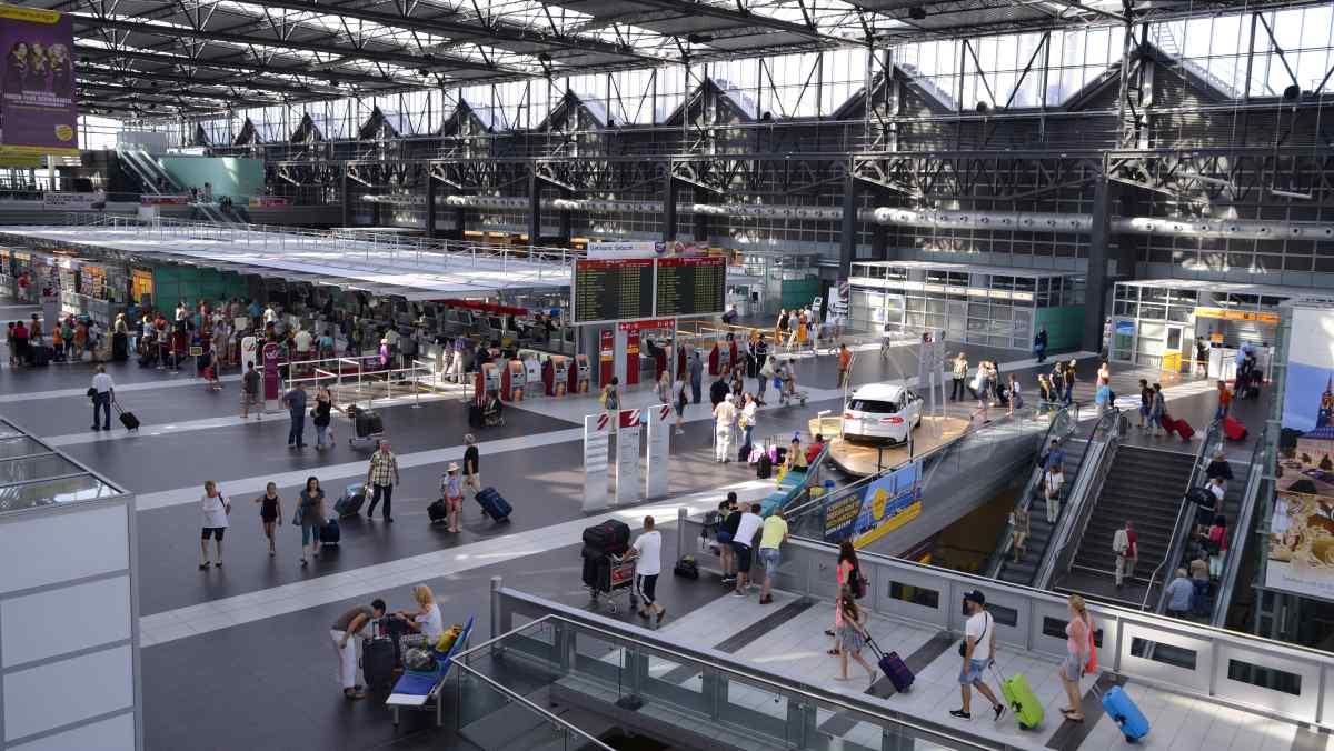 Moderní odbavovací hala | Flughafen Dresden GmbH, Michael Weimer