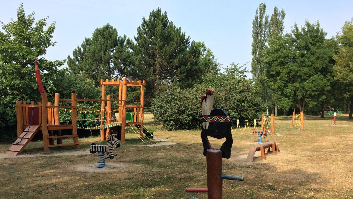 Dětské hřiště v Zámecké zahradě v Duchcově