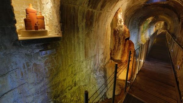 Exkurze do podzemí Vřídelní kolonády