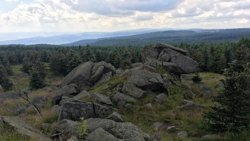 Skalní útvary na vrcholu Medvědí hory