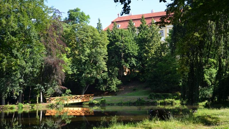 Zámecká zahrada, Červený Hrádek
