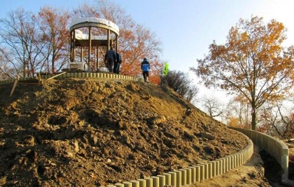 Obnova vyhlídkového altánu na Zlatém vrchu   MÚ Cheb