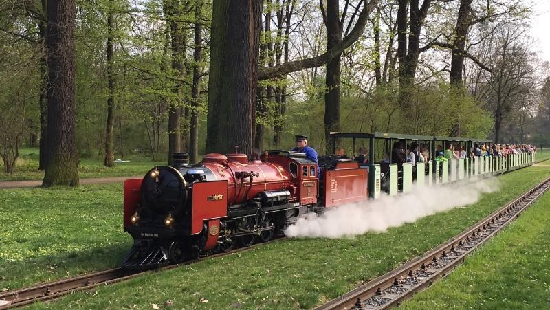 Drážďanskou Velkou zahradu brázdí výletní vláček
