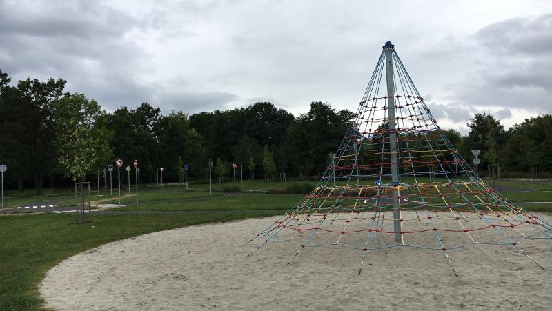 Olejomlýnský park - provazová pyramida | Krušnohorci