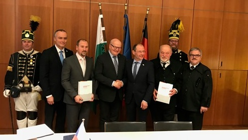 Markus Ulbig a Daniel Herman podepisují nominaci UNESCO  |  www.mkcr.cz