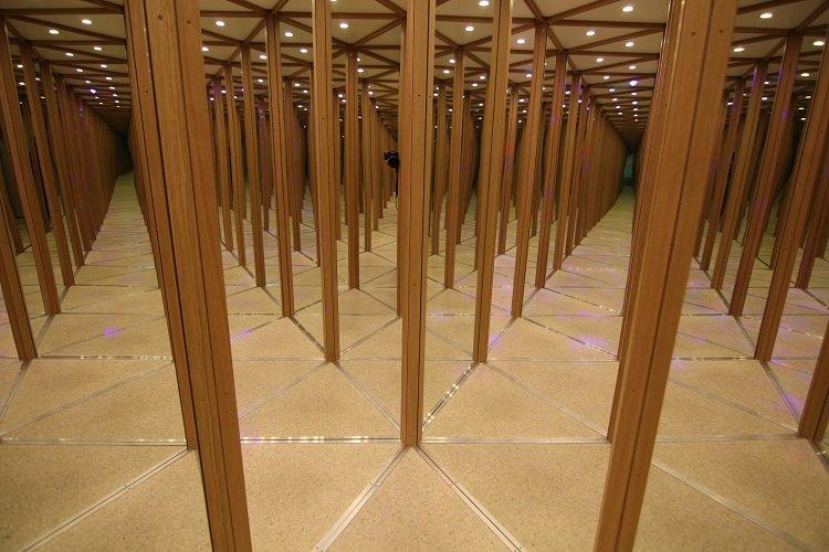 Das phantastische Spiegellabyrinth und magische Walze