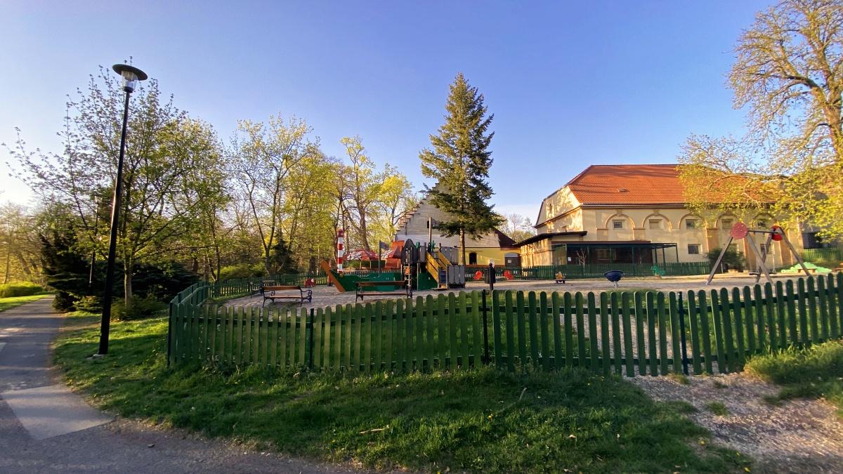 Zámecká zahrada, dětské hřiště   Krušnohorci